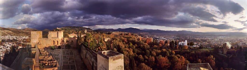 Guía de la Alhambra LA ALCAZABA