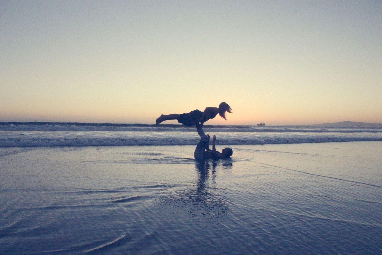 Mejores playas nudistas de Andalucía PAREJA